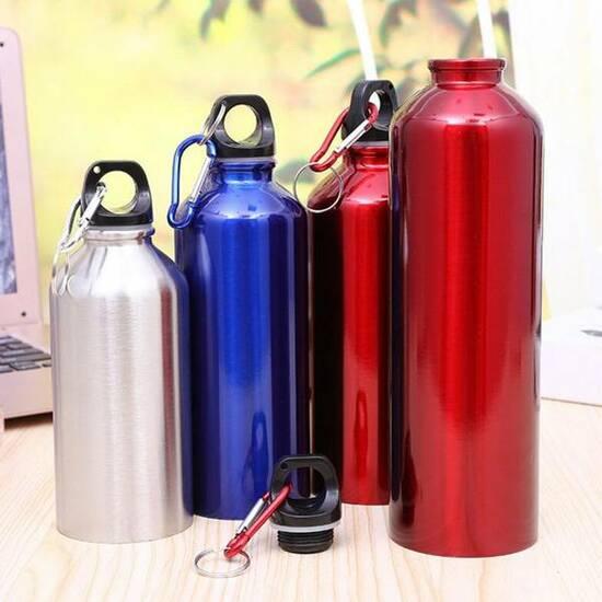 Metallflaske med karabinkrok 0,4 L ‑ Hvit fra Skolehuset.no